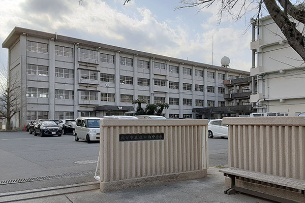 大分市田尻新築建売C棟 周辺環境 稙田南中学校校門