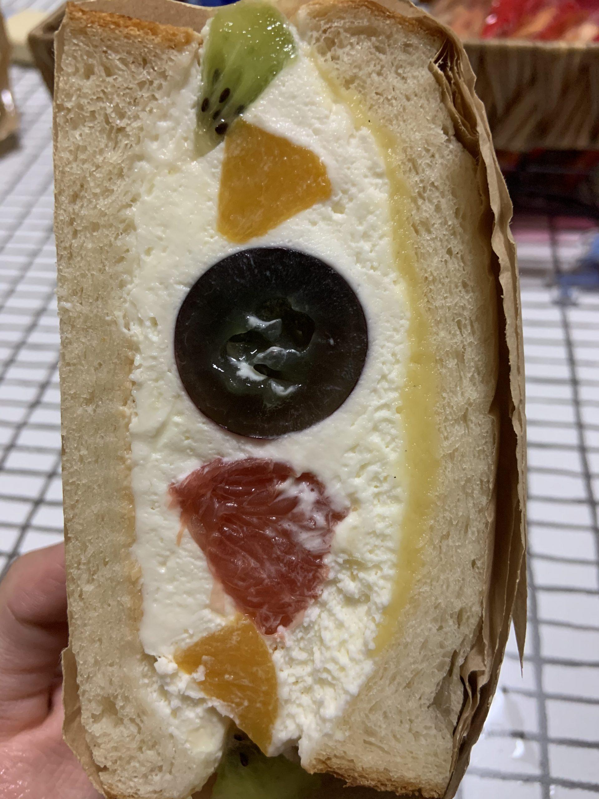 サンドイッチファクトリー チャクミーさんの断面がきれいなフルーツサンド