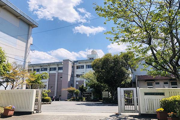 大分市 富士見が丘西2丁目中古住宅 周辺環境 大分市立稙田西中学校校舎