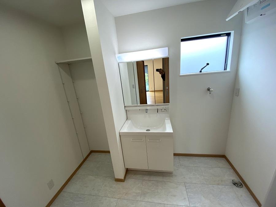 大分市片島新築物件「SAKAIの家」洗面化粧台|大分不動産情報サービス