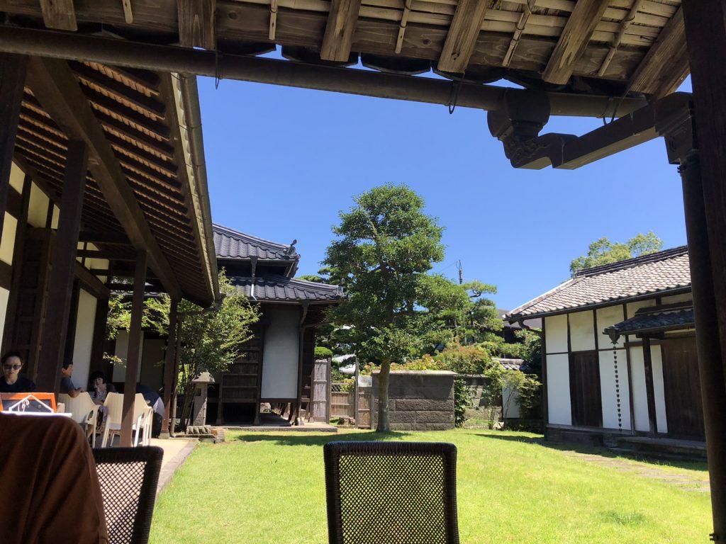 臼杵のcafe凡と凛の中庭