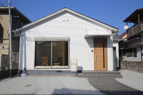 今大人気の平屋を漆喰の壁、自然素材で仕上げたリノベーションのお家