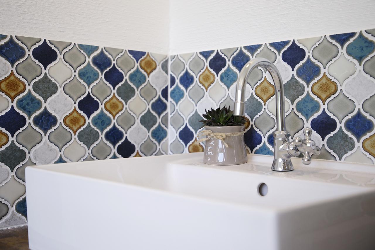 コラベルタイル施工事例 おしゃれな洗面台