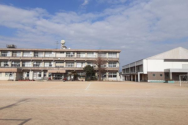 大分市花高松 周辺環境 日岡小学校グラウンド 大分不動産情報サービス物件情報
