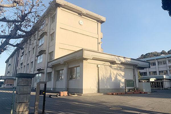大分市岩田町2丁目 新築建売 周辺情報 大分市立城東中学校 校舎