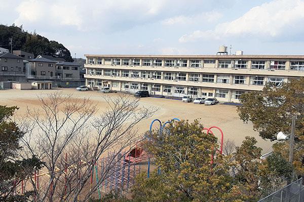 大分市田尻新築建売C棟 周辺環境 東稙田小学校グラウンド