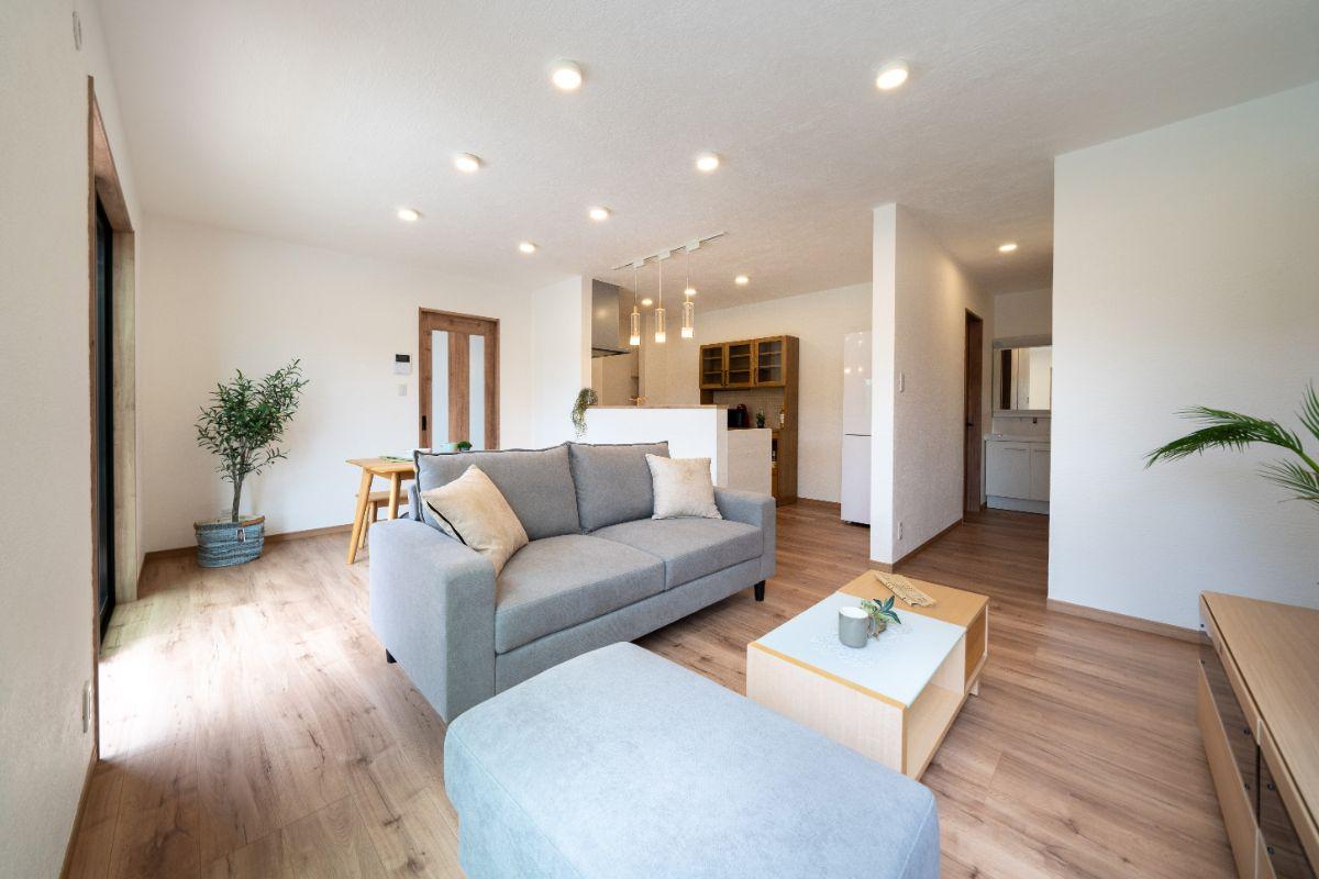 大分市中戸次デザイン分譲住宅 内部にしっくいを使用
