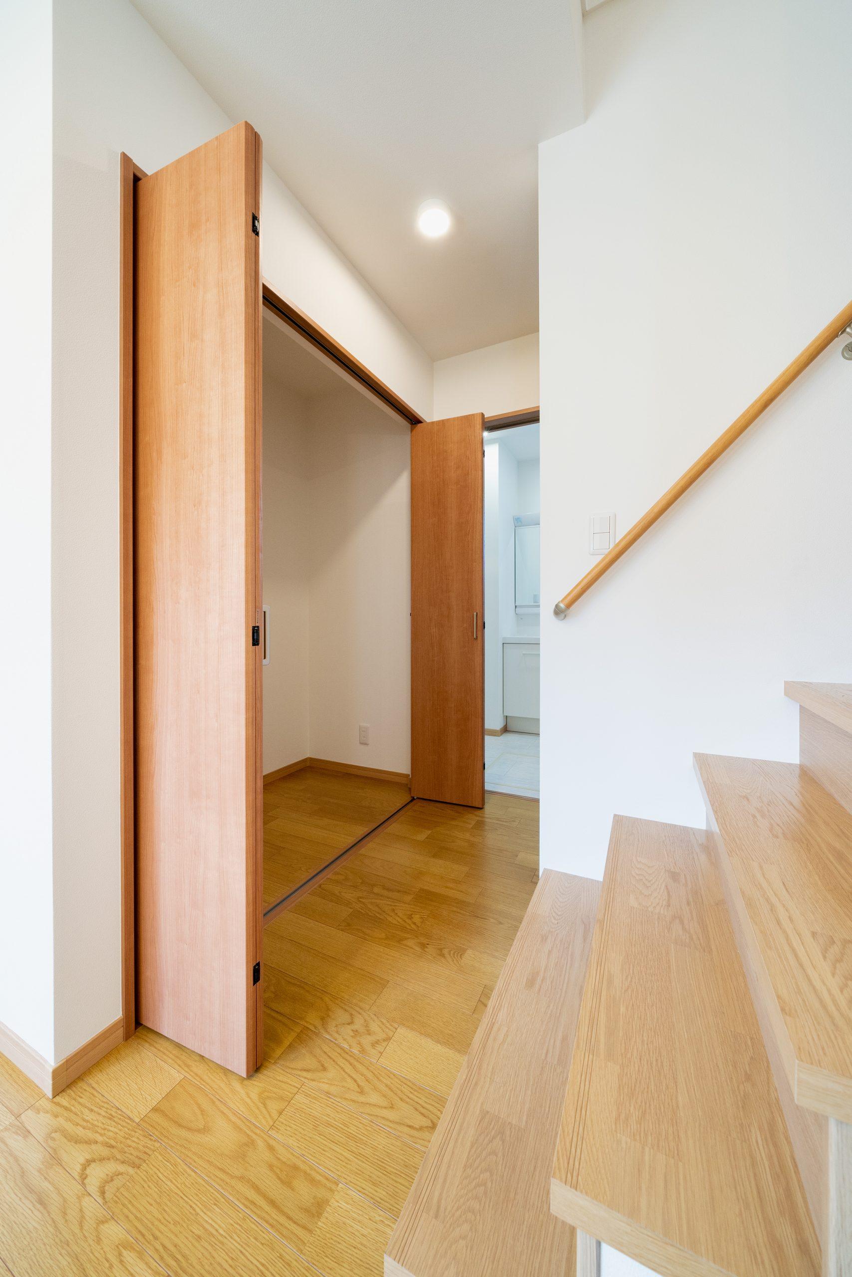 大分市片島の新築建売住宅はキッチン横にもクローゼットがあります。